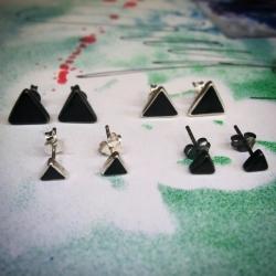 Пусеты Оникс. Треугольник в серебре.